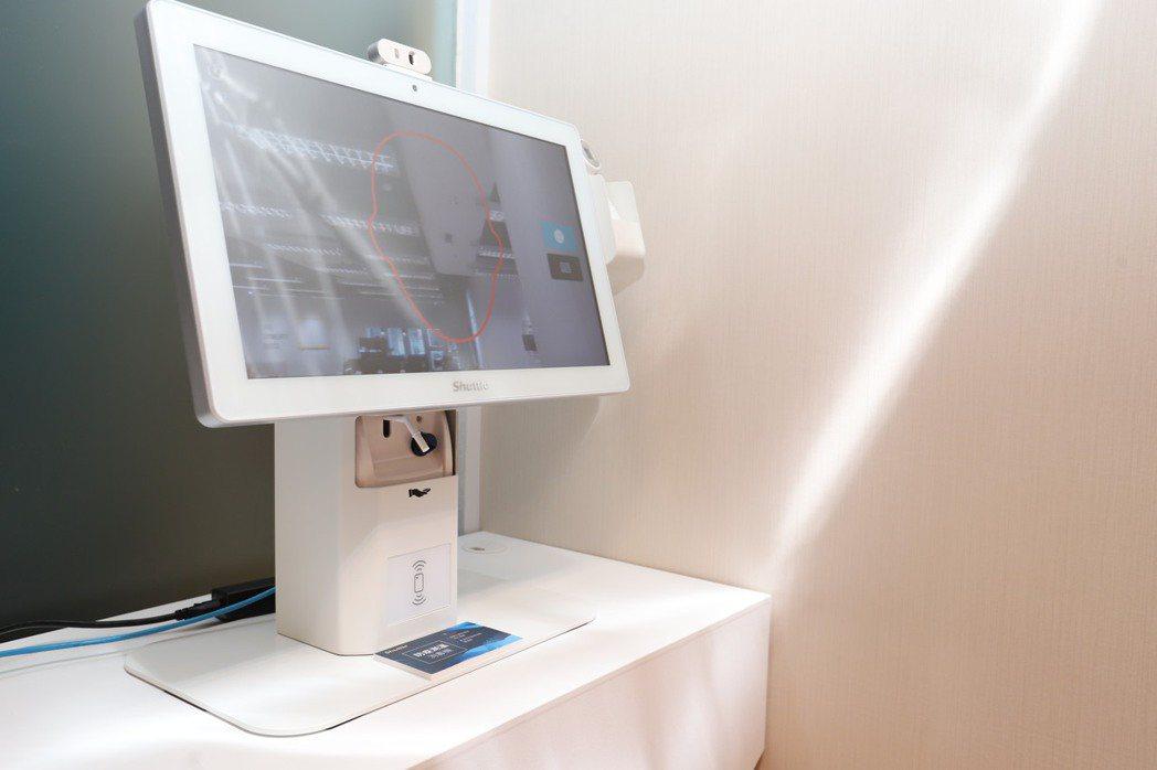 人臉辨識體溫感測系統共有7吋、15.6吋、19.5吋及21.5吋4款規格,符合各...