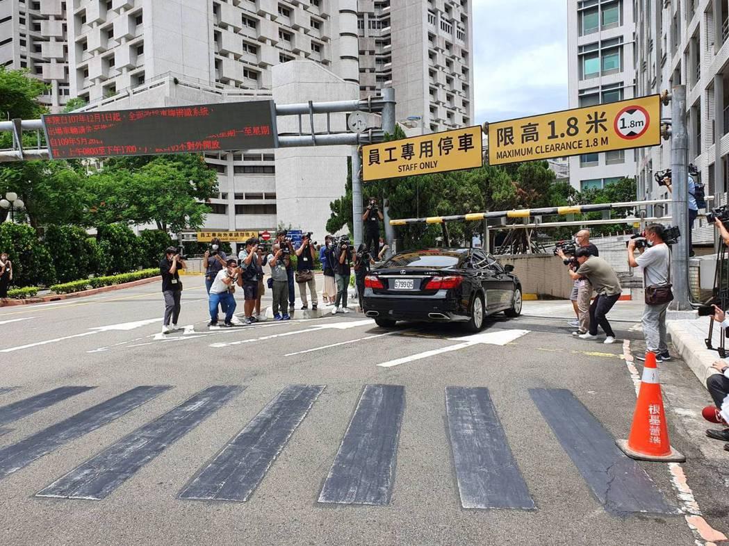 前總統李登輝太太李曾文惠座車抵達台北榮總。記者楊雅棠/攝影