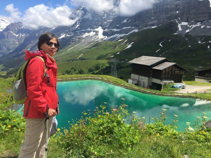 退休教師許麗芳愛旅行,每年都規劃國內外旅遊。 圖/許麗芳提供