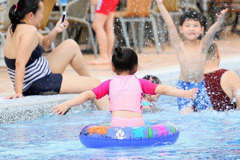 魏妏秦/從泳池看見公共空間的親子思維