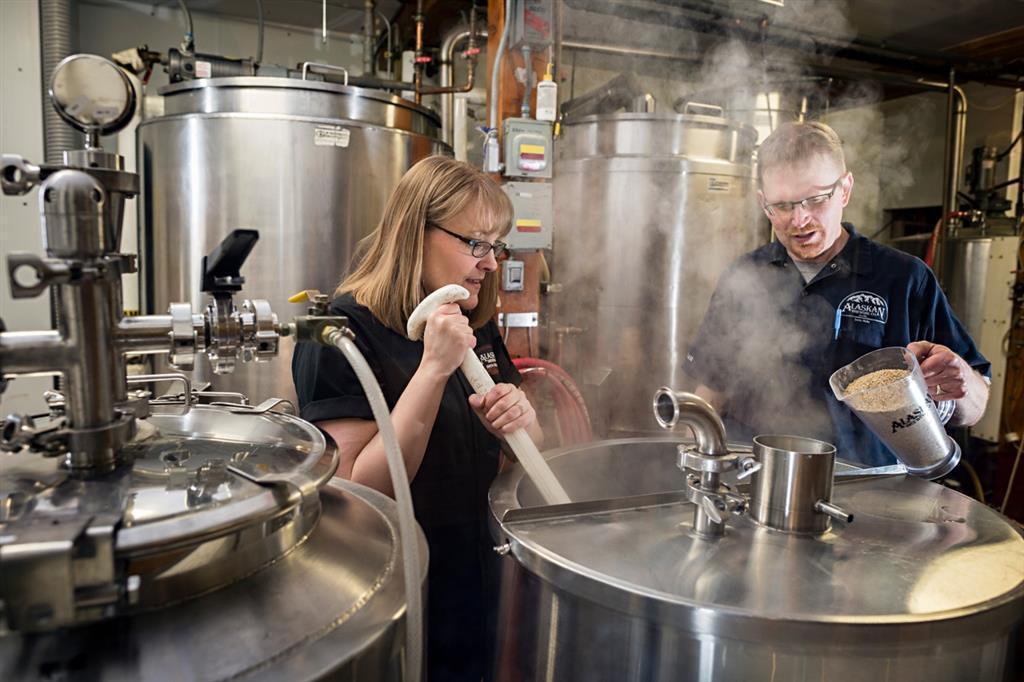 Alaskan Brewing Co.選用當地原料,減少運輸成本。 圖/Alas...