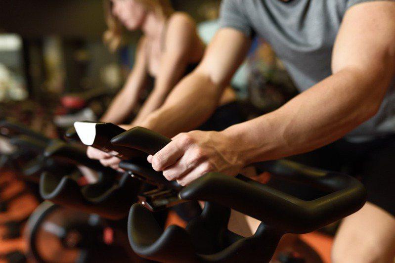 台灣近年來吹起健身風潮,不少人會到健身房鍛鍊身材。示意圖/ingimage