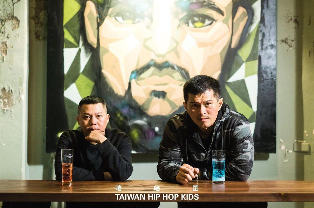 台灣饒舌傳奇人物大支(右)與金音獎最佳嘻哈專輯小人老師。 南臺科大/提供