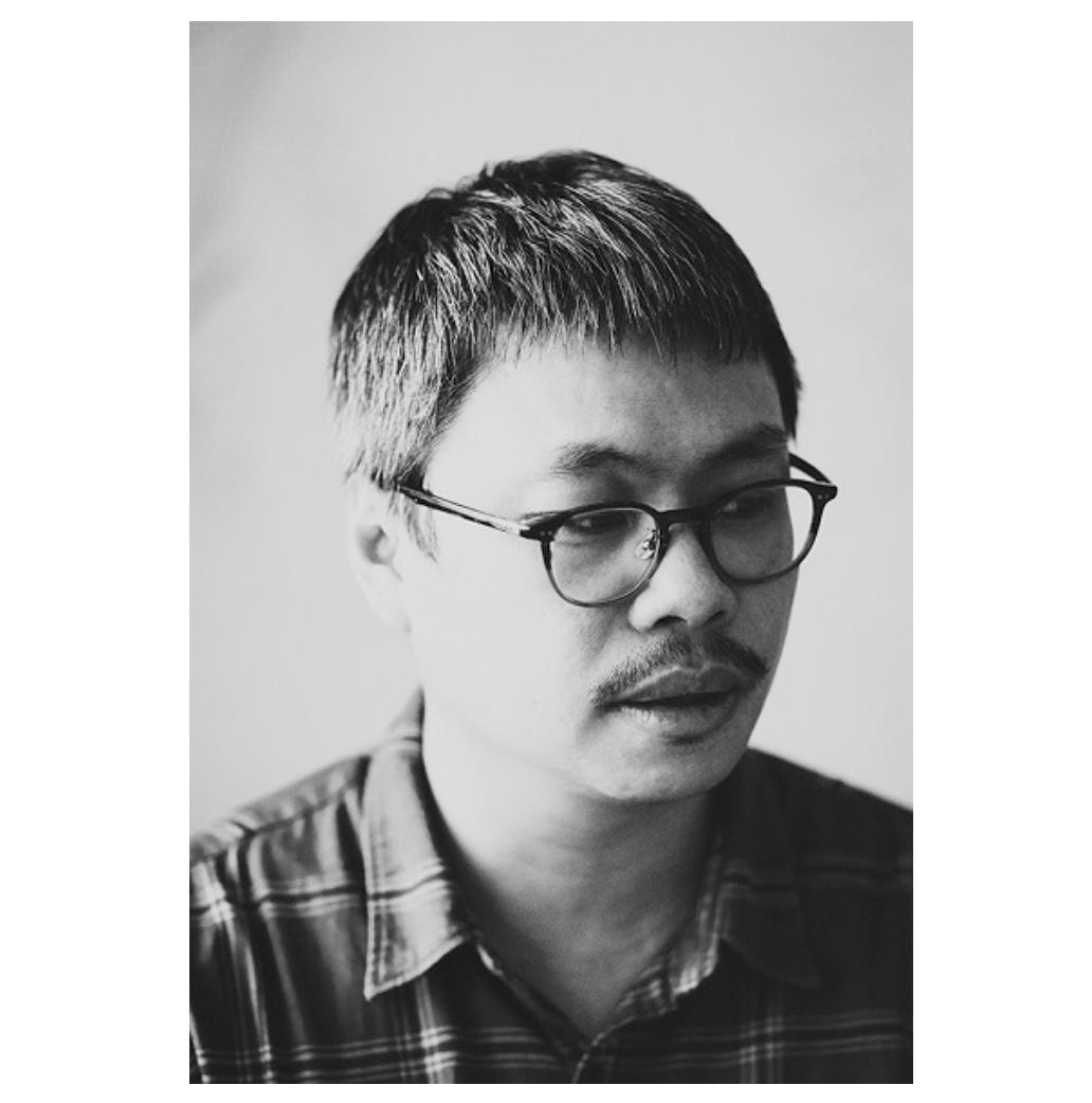 何佳興大學雙主修書法篆刻和當代藝術,十多年前受音樂創作人陳明章影響,持續以台灣在...