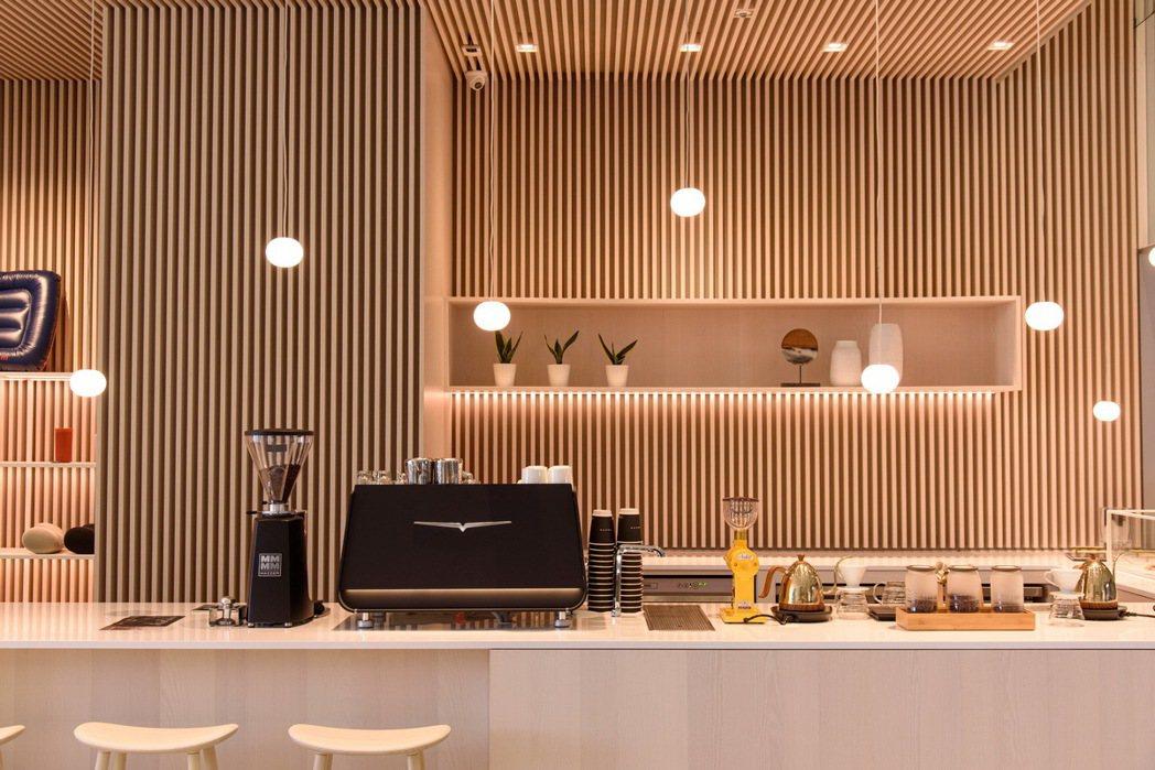 凱銳汽車新莊 DTS 城市展間亦提供手沖/義式咖啡與法式精緻甜點,同時在宏匯廣場...