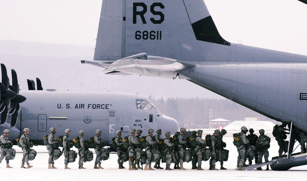 當前埃斯柏的計畫中,牽扯到的基地搬遷與部隊轉移問題,就是至少得向國會額外請求80...