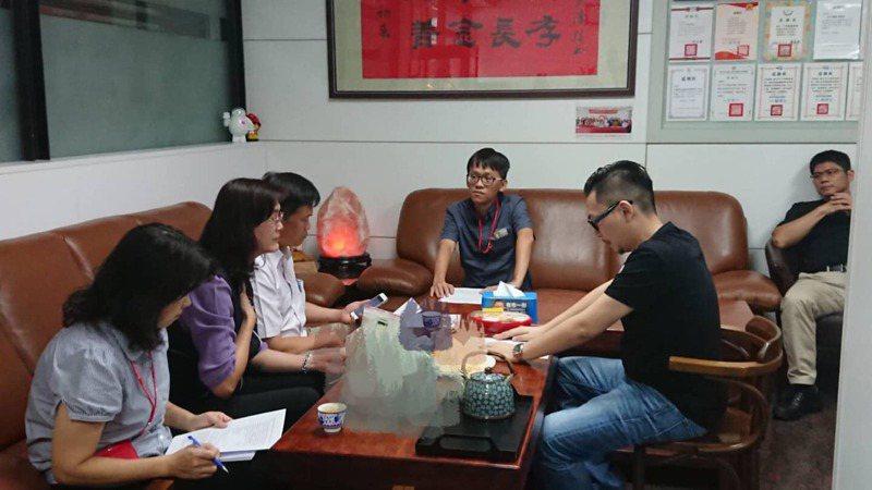 台中市議員張彥彤今天中午在臉書貼文表示,醫院診斷全家鉛中毒,他還併發多重器官發炎病危,出院後很虛弱。圖/翻攝自張彥彤臉書
