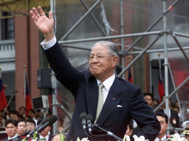前總統李登輝於7月30日7點24分,因敗血性休克及多重器官衰竭,病逝於台北榮民總...