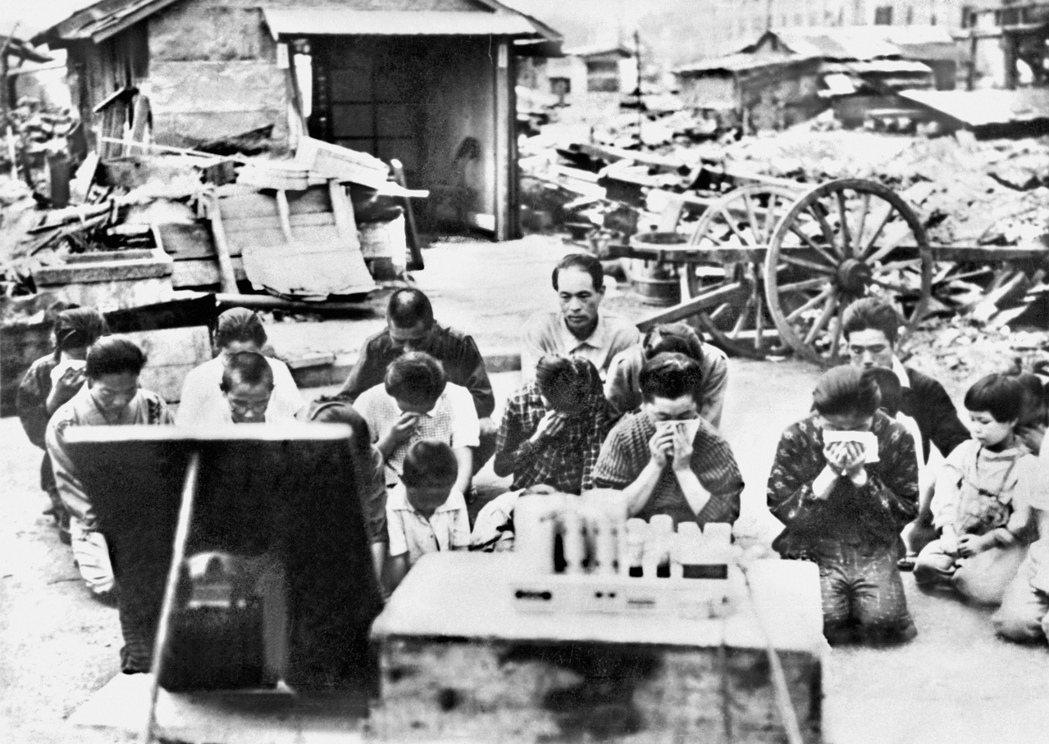 日本歷經二戰戰敗,原本的趾高氣昂如今成了過街老鼠,日本人對此只能默默吞下,自然也...