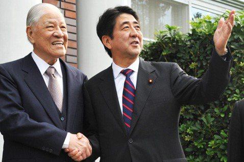 於2010年成為前首相的安倍晉三,私人行程訪台,並與李登輝會面。 圖/聯合報系資...