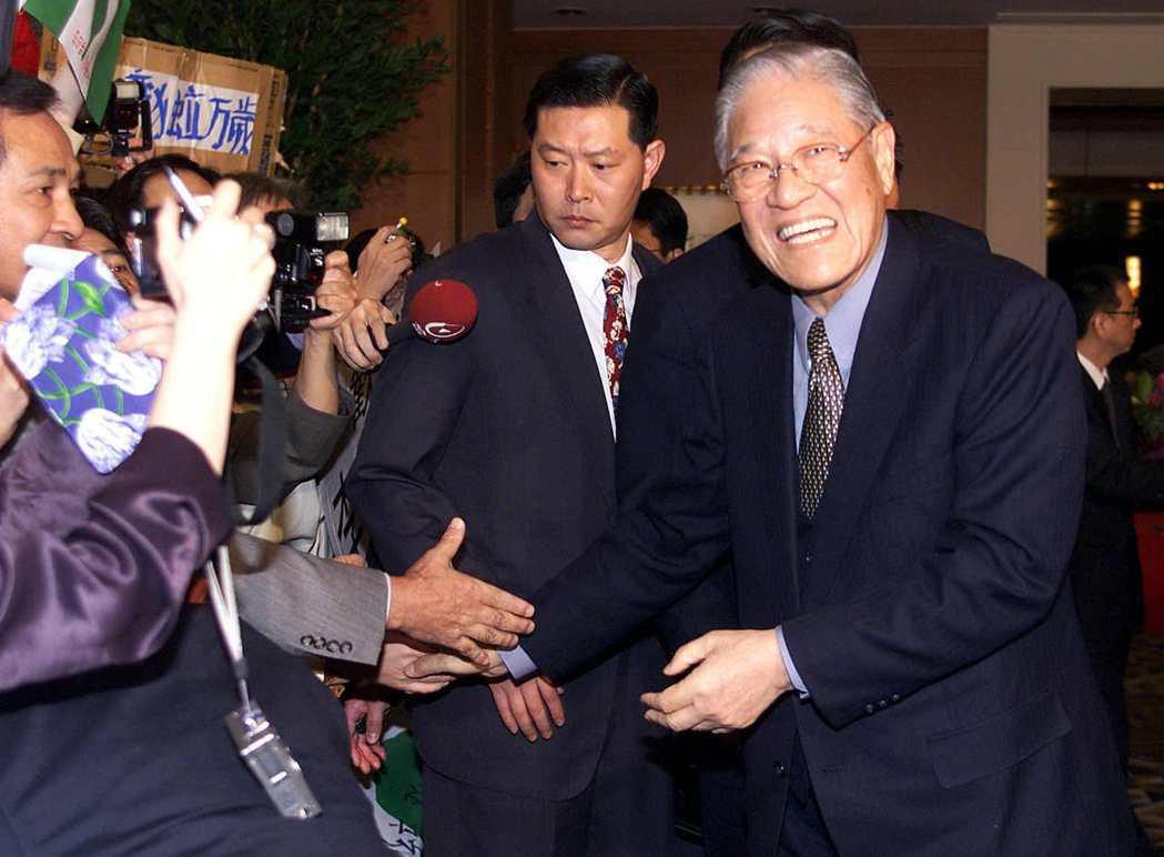 李登輝時代在日本的輿論操作,也終於成功地將日本對「中華民國」的友好逐漸與「台灣」...