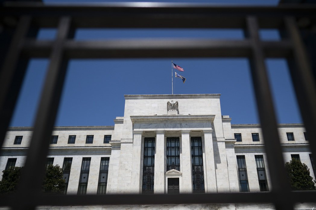 美國聯邦儲備委員會宣佈維持聯邦基金利率目標區間在零至0.25%之間,符合市場預期...
