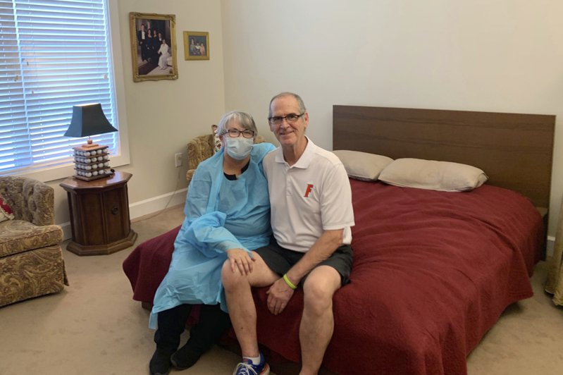 佛州57歲的瑪麗‧丹尼爾想盡辦法與丈夫史蒂夫團聚,最後終於利用十分創意的方式如願。 美聯社