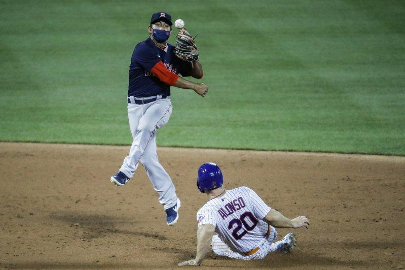 效力美國職棒大聯盟波士頓紅襪的林子偉今天先發,2打數無安打,不過鎮守游擊表現穩健,2度獨立策動雙殺守備。 美聯社