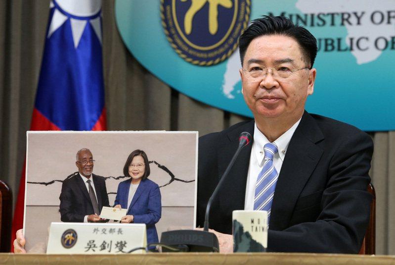 圖為外交部長吳釗燮日前代表我國政府宣布與索馬利蘭共和國以「臺灣代表處」及「索馬利蘭代表處」的名稱互設官方機構。圖/聯合報系資料照片