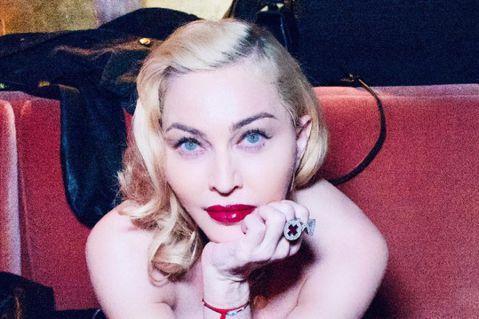 美國流行樂壇天后瑪丹娜在社群平台Instagram分享不實影片,稱武漢肺炎其實早有疫苗可治,但為讓富人更富所以秘而不宣;Instagram標註貼文為「假訊息」,今天已將之刪除。法新社與美國娛樂業界週...