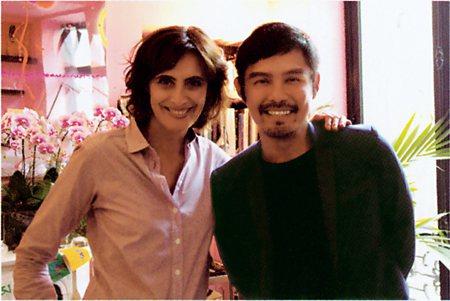 圖說:●作者與「最巴黎的巴黎女人」Inès de la Fressange(左)合影(照片/時報文化出版提供)