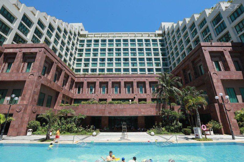娜路彎大酒店提供超大型戶外泳池、按摩水療區、兒童戲水區等多樣戲水泡湯設施,提供入住房客最佳體驗樂趣。