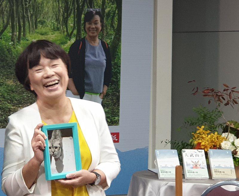 龍應台出版首部長篇小說「大武山下」,出版社送來「共同作者」貓咪流氓的照片以及牠最喜歡的貓罐頭。記者陳宛茜/攝影