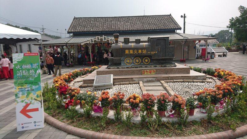 「集鐵小鎮.瘋鐵馬」,以車埕鐵道觀光小學堂做為集合出發點,邀請國人一起用雙輪踩踏深入鐵道山城小鎮。本報資料照片