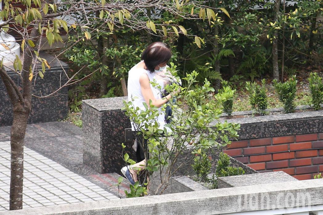 高齡97歲的前總統李登輝到台北榮總就醫後,傳出狀況不佳,上午11點多時,李家媳婦...