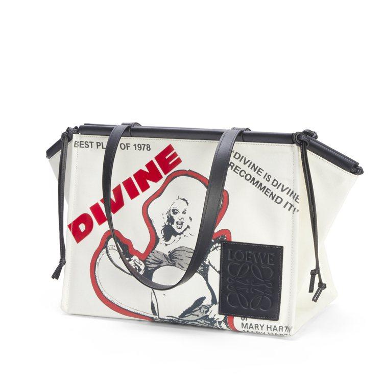 Divine印花帆布Cushion手提包,45,000元。圖/LOEWE提供