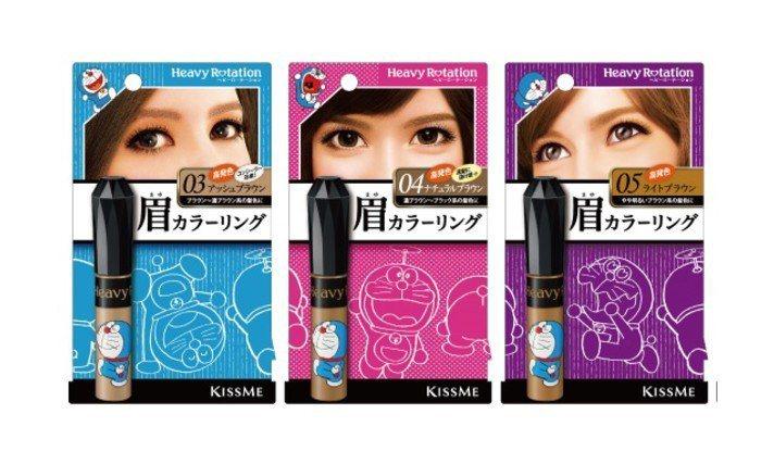 日本彩妝品牌KISSME花漾美姬推出DORAEMON聯名限定包裝的「KISSME眉彩膏R」。圖/KISSME提供