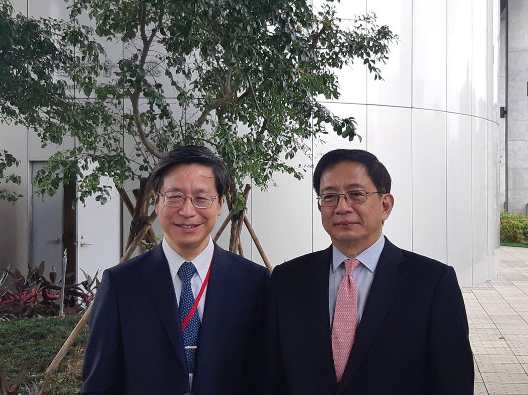 台灣大學校長管中閔(右)、台灣大學副校長張上淳(左)。記者邱宜君/攝影