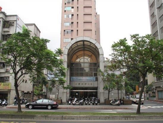 位於台北市內湖區1,356.1坪之大型商用地下室,距捷運內湖線葫洲站僅240公尺...