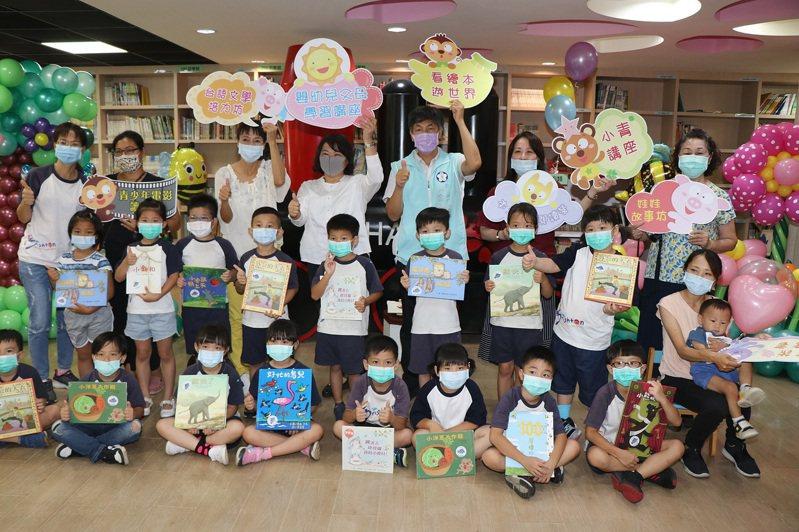 嘉義市推動0到5歲嬰幼兒閱讀已達12年,希望及早啟發嬰幼兒語言能力。圖/市府提供