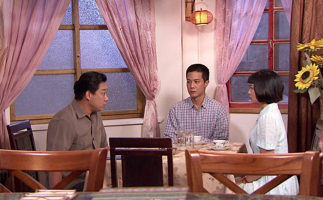 林雨宣(右起)、薛仕凌向劇中出軌的父親阿龐攤牌。圖/台視提供