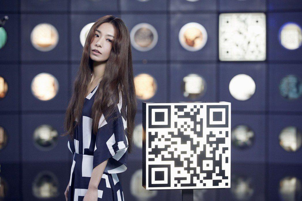 田馥甄新歌「先知」MV充滿科技、迷幻元素,並提供QR Code要粉絲掃驚喜。圖/...