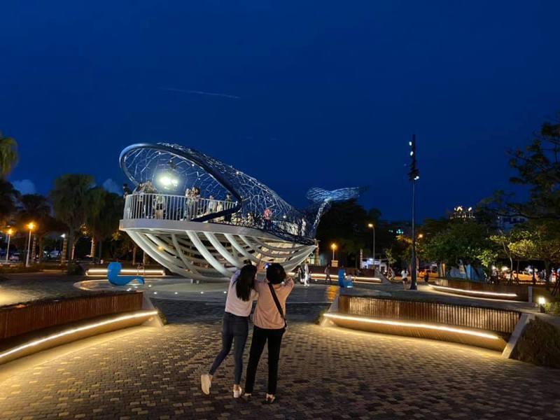 位在台南市安平區「大魚的祝福」榮獲國際照明大獎。圖/台南市政府提供