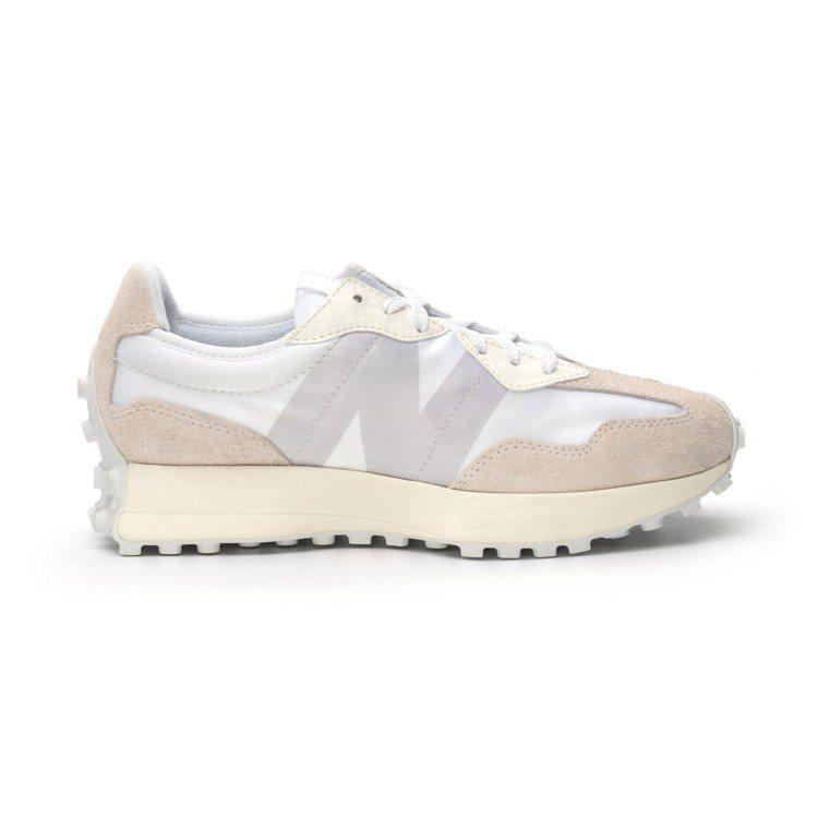 New Balance 327 WS327SFD鞋2,980元。圖/New Ba...