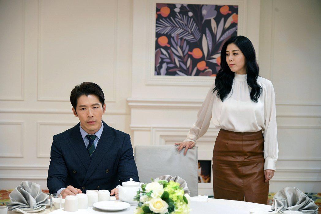 韓瑜(右)和黃少祺在「天之驕女」中演夫妻。圖/三立提供