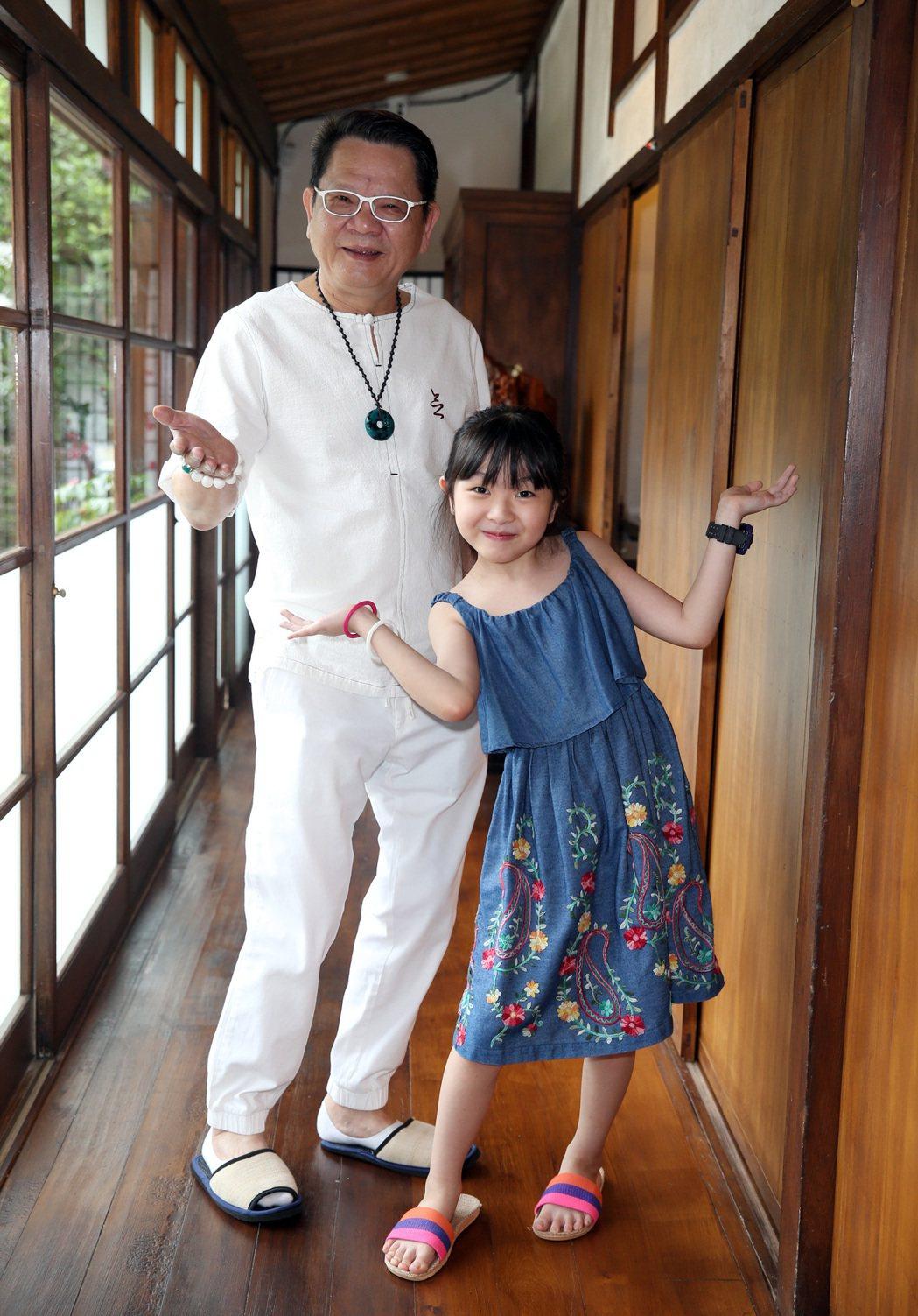 鄭進一相當疼愛8歲女兒。記者曾吉松/攝影
