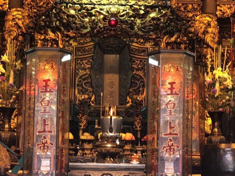 台灣首廟天壇正殿供奉「玉皇上帝聖位」,沒有神尊,因此胡志強看到白鬍鬚長者,廟方人員認為是玉皇上帝顯靈。記者唐秀麗/攝影
