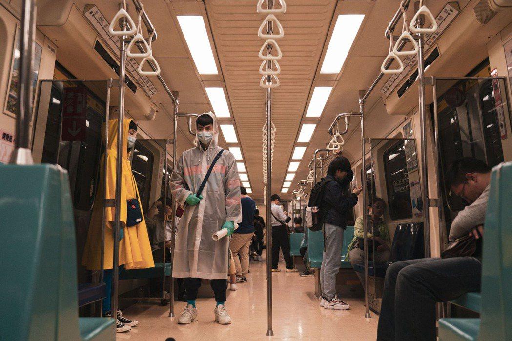 「怪胎」造型太潮,捷運局一度拒接拍攝。圖/牽猴子提供