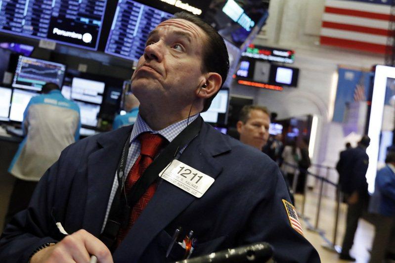 美股30日早盤下跌,道瓊工業指數跌逾300點。美聯社