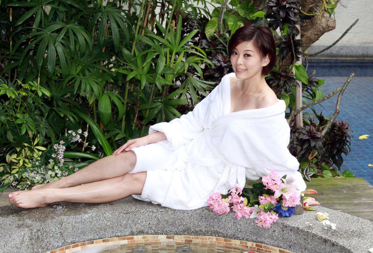 方馨擁有白皙美腿,代言護膚商品,拍攝商品廣告。 圖/陳再興 攝影