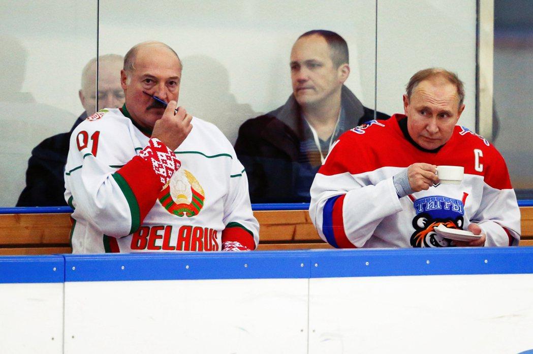 作為前蘇聯國家,白俄羅斯在外交傳統上靠攏俄羅斯,兩國經濟交流更是密切。盧卡申科與...