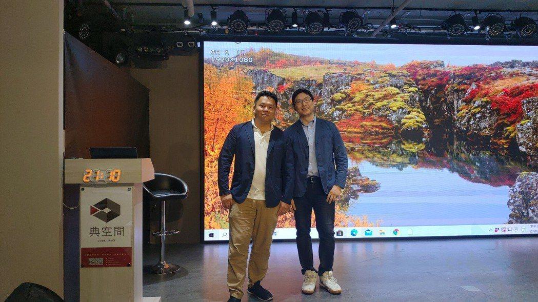 Ken 老師(左)黃璽宇顧問(右)合照,兩人以產業熱情對創作者投以期許