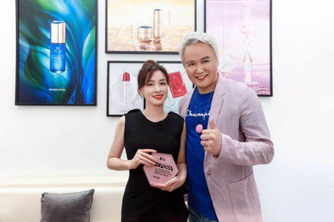 近日,國際美博會在上海舉辦,張庭攜自己的品牌TST參會,並獲此次美博會唯一傑出的女性企業家獎殊榮,張庭欣喜的表示,沒想到自己能獲得這個殊榮,這真是對她很大的鼓勵。張庭在6年前創辦自己的護膚品牌,因自...