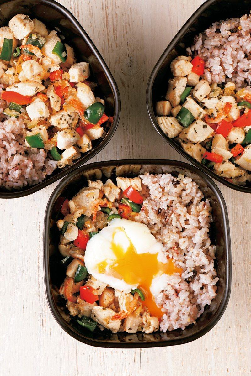一口氣做出好幾個便當,省時省力,是現在最流行的備餐大法。圖/采實文化