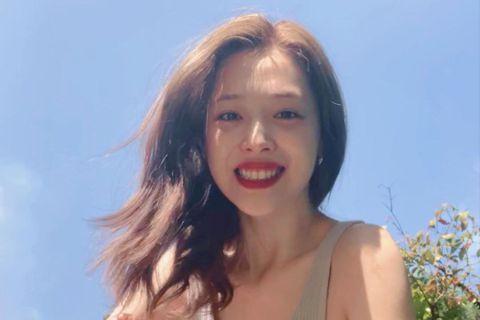 韓國女星雪莉去年10月離世,今據韓媒「XPORTSNEWS」報導,有電視台正在製作雪莉的紀錄片,會有採訪雪莉生前的經紀公司、親友等關係人的內容,而MBC電視台也發聲明證實此事,不過紀錄片曝光日期尚未...
