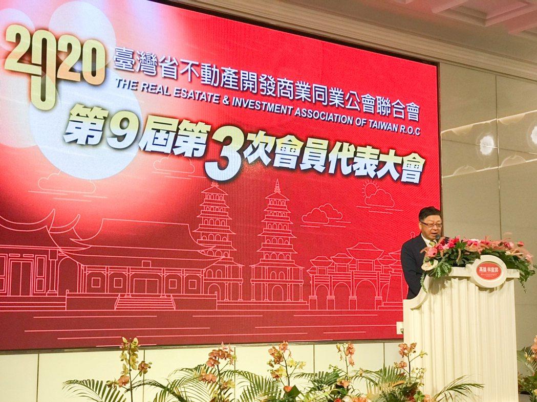 台灣省不動產全聯會理事長黃啟倫帶領全省建築同業,對外,團結一致;對內,像兄弟一樣...
