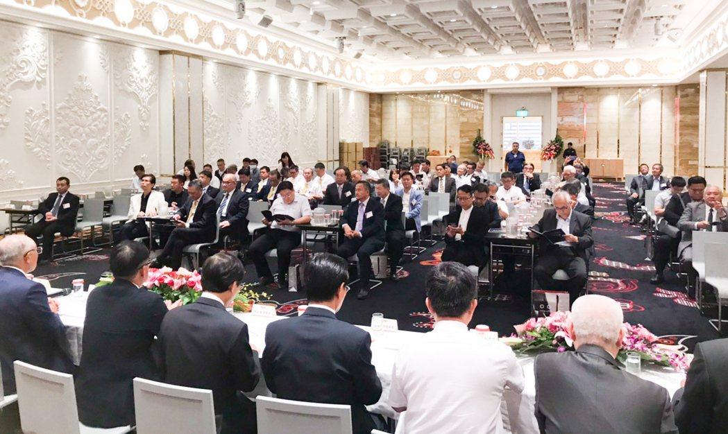 全省建築同業齊聚一堂,會中會員討論最多的是缺工問題。 攝影/張世雅