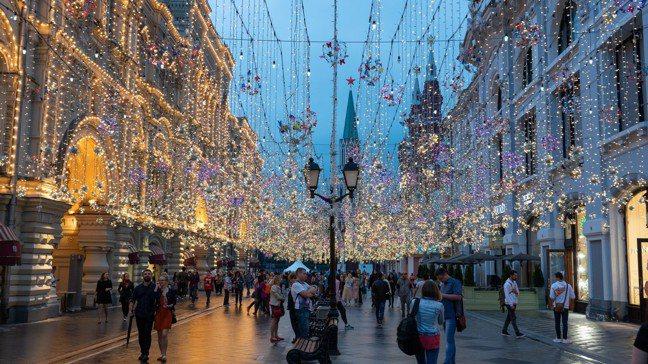 麗思卡爾頓酒店鄰近莫斯科最美的古姆百貨商店街。 圖/梁旅珠提供