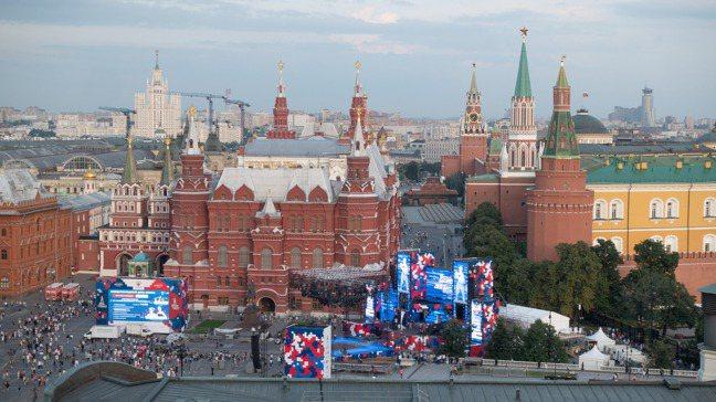 紅場是莫斯科的心臟地帶,周圍重要建築包括列寧墓、聖瓦西里大教堂、克里姆林宮、國家...