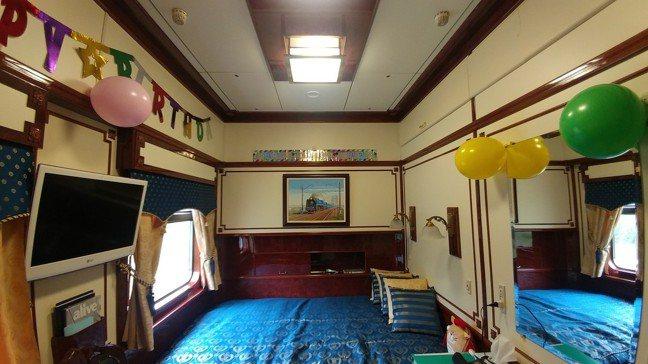 面積最大的皇家套房全車總共只有兩間,也是唯二非上下鋪的房間。 圖/梁旅珠提供